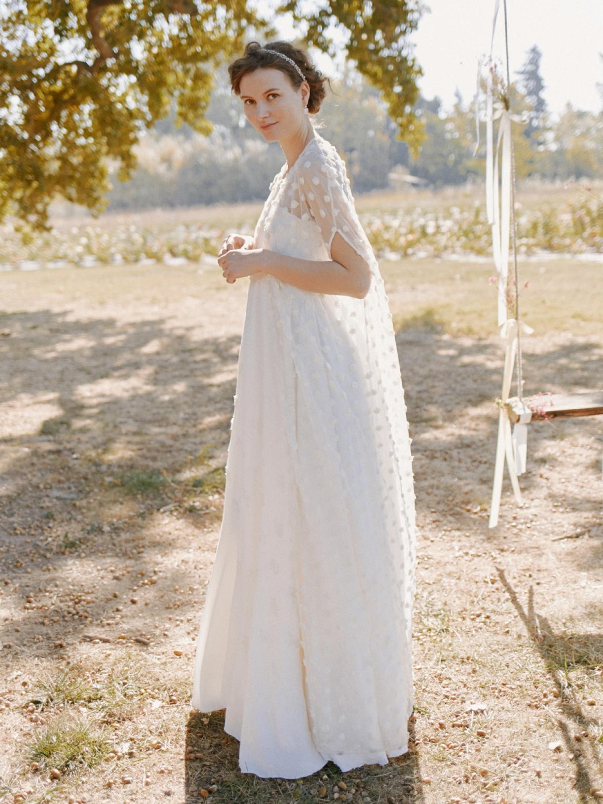 Cape de mariée en plumetis écoresponsable - Creatrice de robe de mariée éthique a Paris - Myphilosophy
