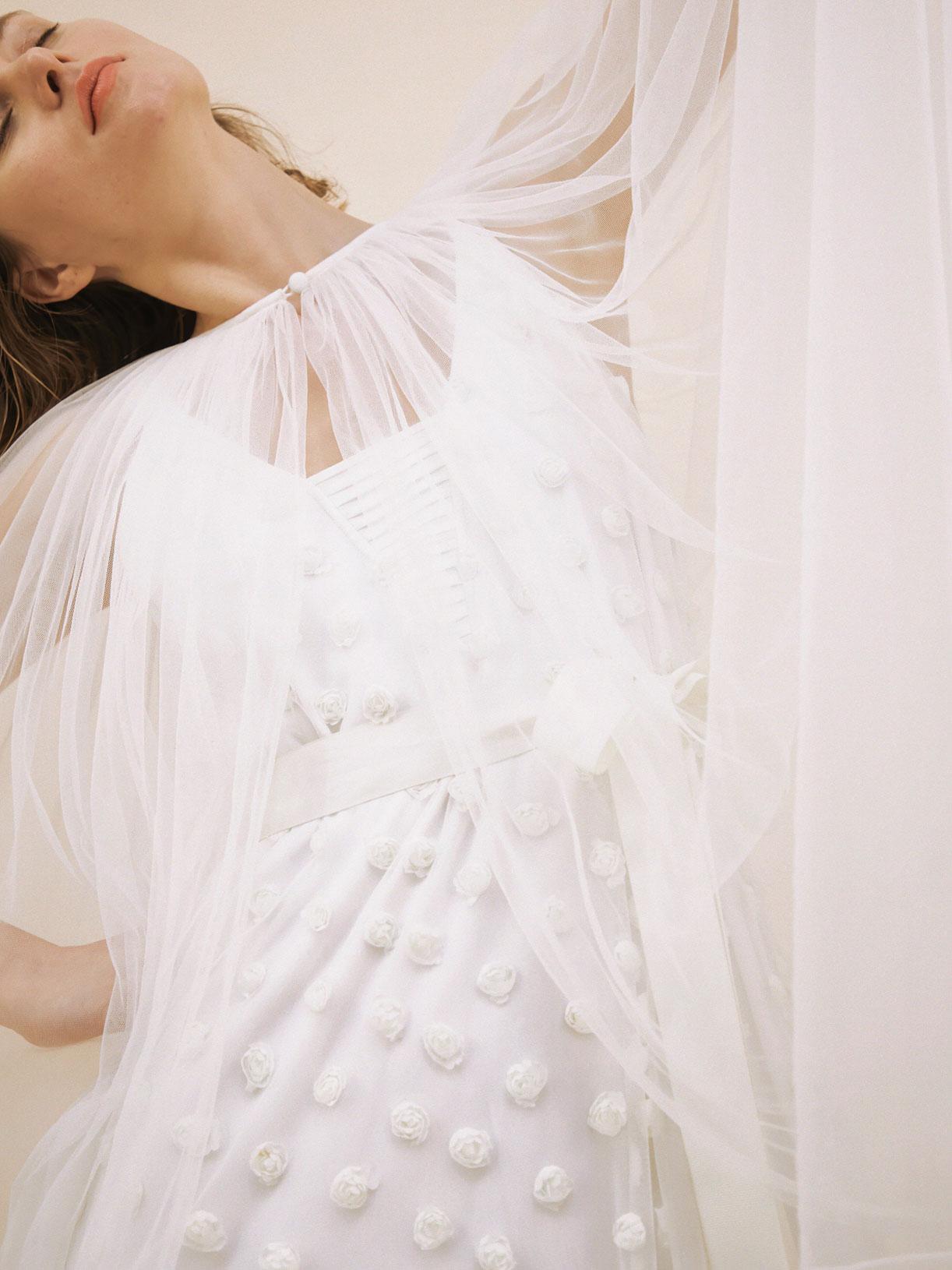 Cape de mariée longue en tulle écoresponsable - Creatrice de robe de mariée éthique et bio a Paris - Myphilosophy