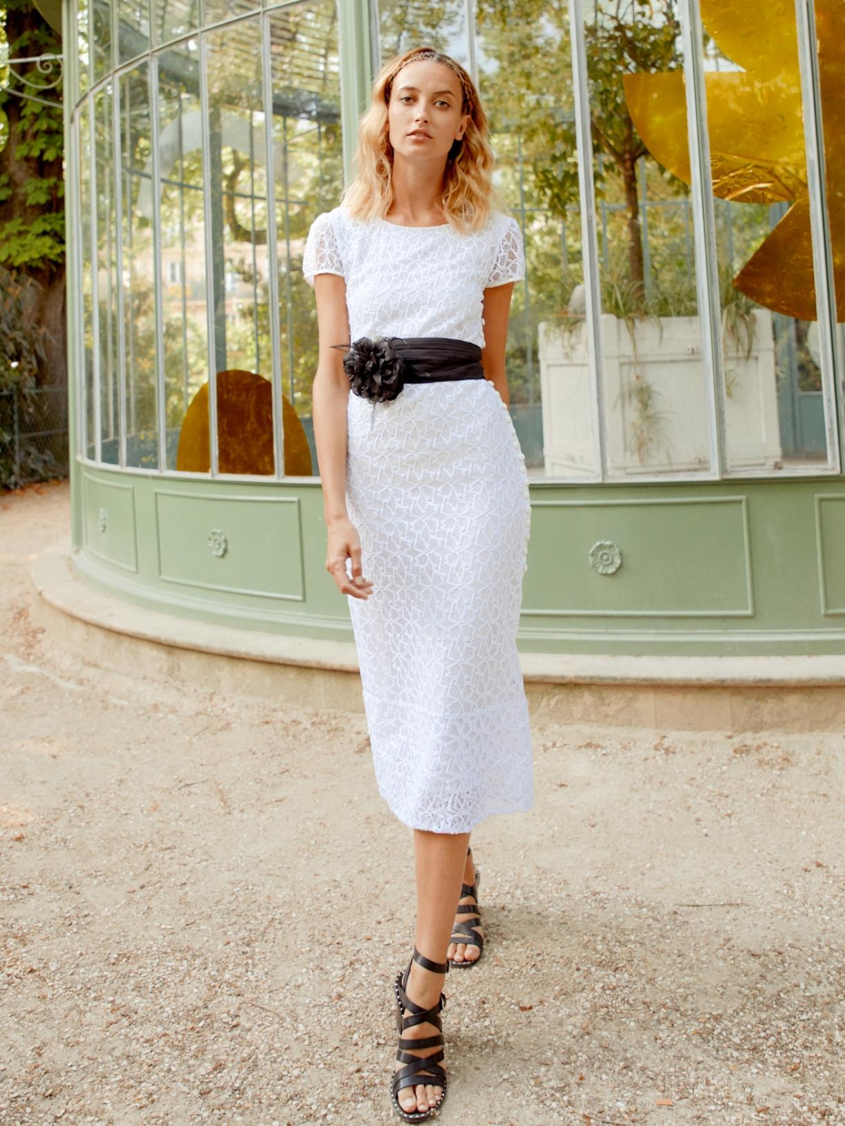 Jade - Robe de mariée courte moulante sexy et chic en dentelle pour mariage civil créateur et sur-mesure pas cher a Paris - Myphilosophy