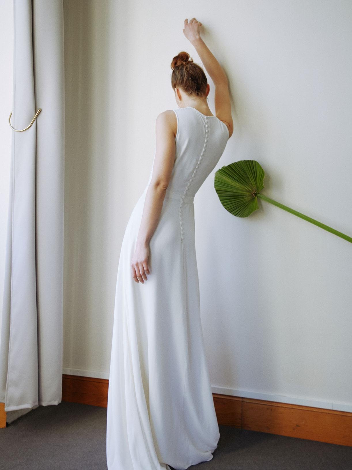 Stella - Robe de mariée trapèze longue avec décolleté sexy et strass - Créatrice de robes de mariée sur-mesure éthique et bio sur Paris - Myphilosophy