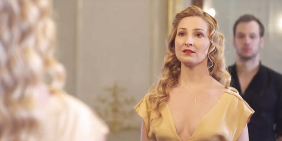 La soprano Fleur Mino en robe de Mariée GABRIELLE