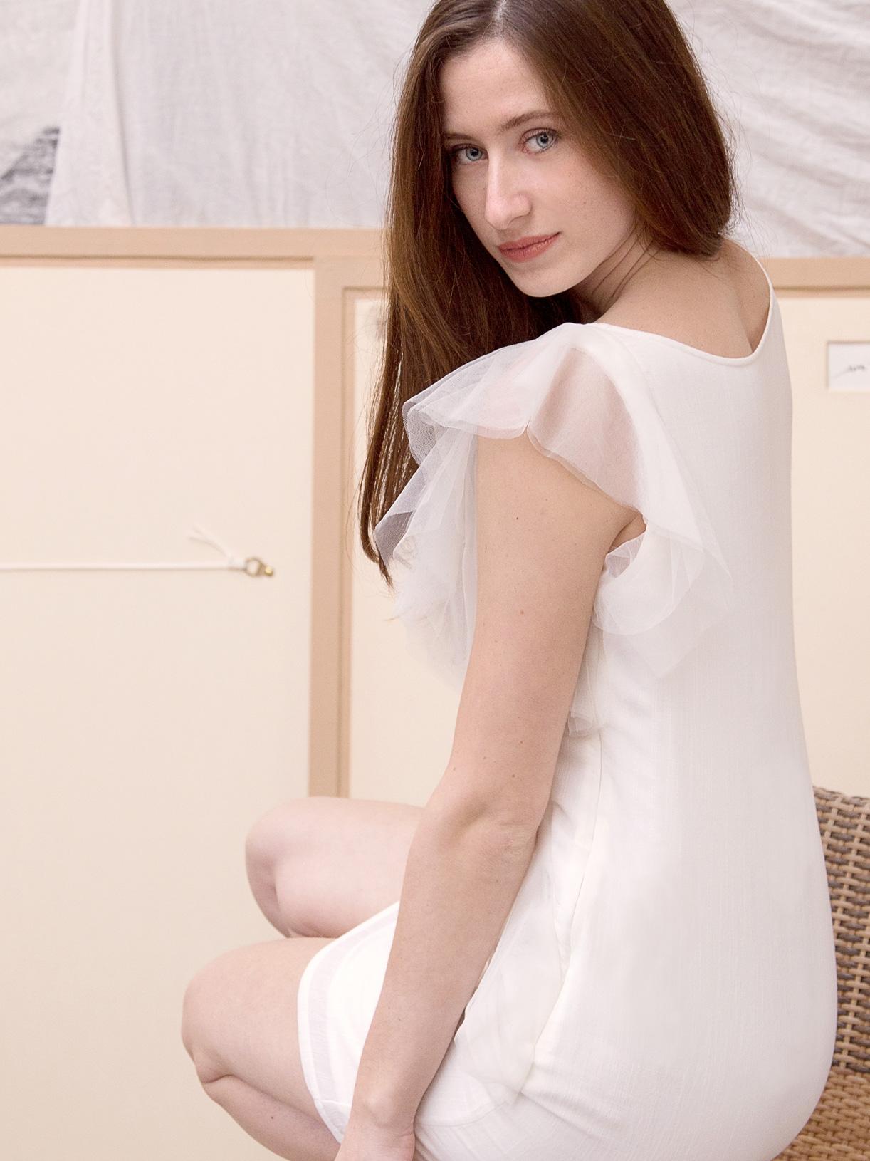 Elya - Robe de mariee courte a manches transparentes pour mariage civil ethique et eco-responsable - Myphilosophy